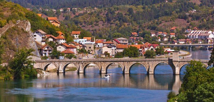 """Geistige Kolonialisierung durch kollektive Schuldzuschreibung:  """"Die Brücke über die Drina"""""""